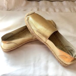 Ellen Tracey Gold Casual Shoes!